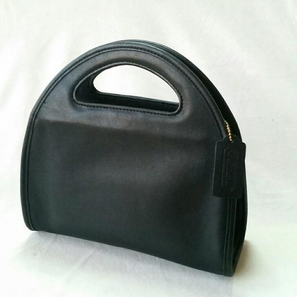 7a61876902 Coach Handbags - Vintage Coach Black Carousel Bag 9942